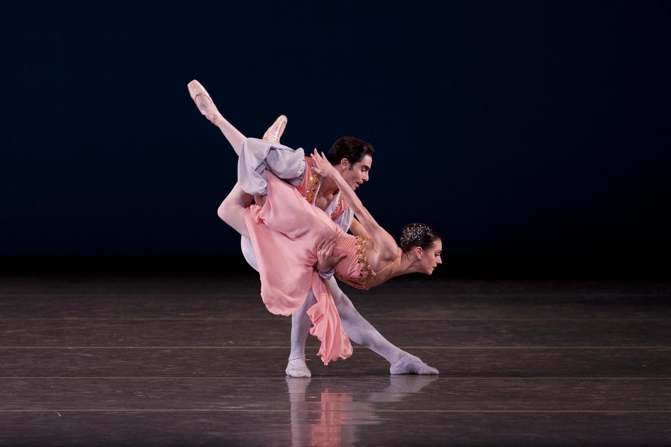 Mary Carmen Catoya and Renato Penteado in Tschaikovsky Pas de Deux. Choreography by George Balanchin