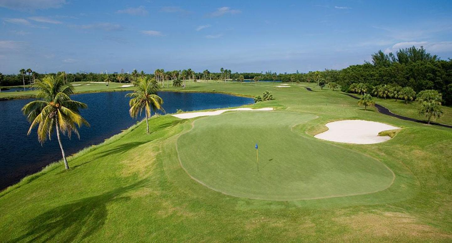 Green, bunker, and waterscape at Crandon Golf