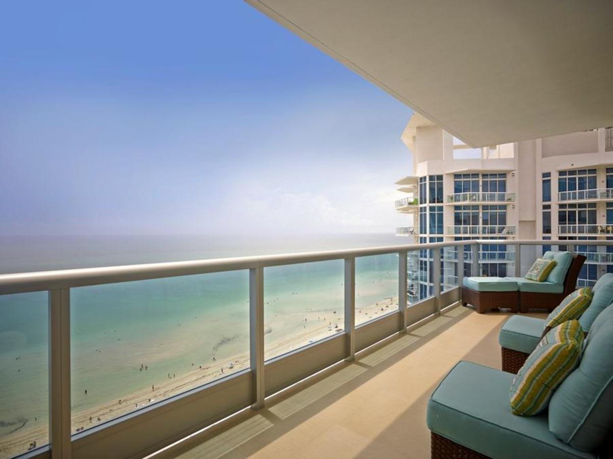 Sweeping ocean front views in a Deluxe Ocean Front one-bedroom apartment suite