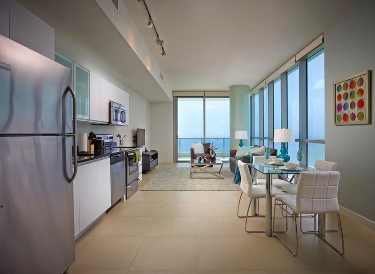 Suites d'appartement face à la mer avec une cuisine complète