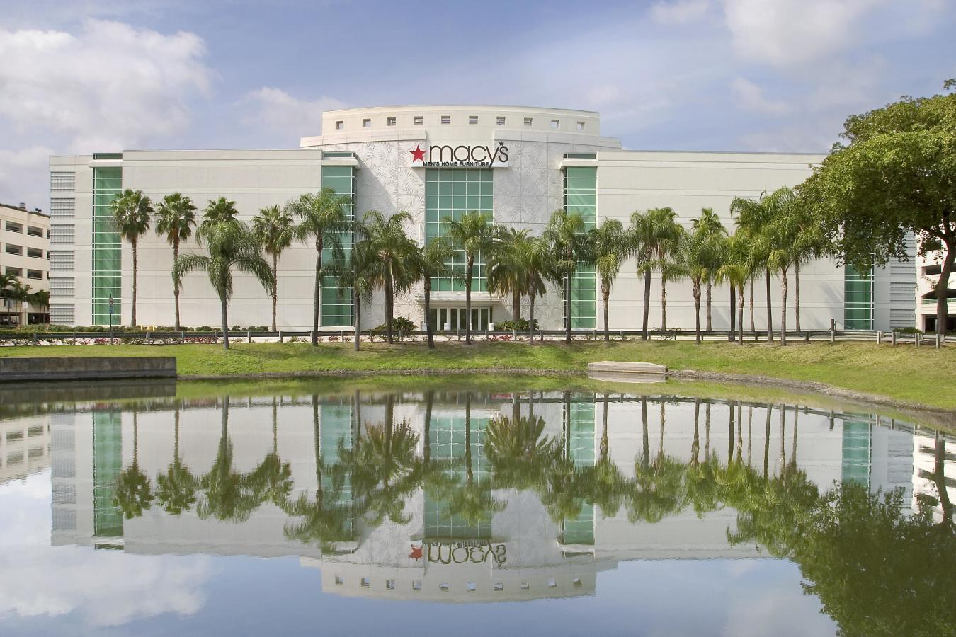 Macy S Aventura Mall Men S And Furniture Gallery In