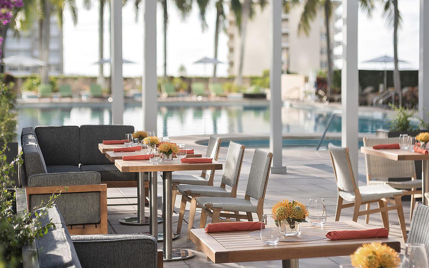 Bahia Poolside Restaurant and Sunset Lounge