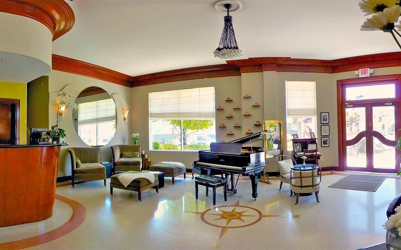 Cadet Hotel Lobby classique