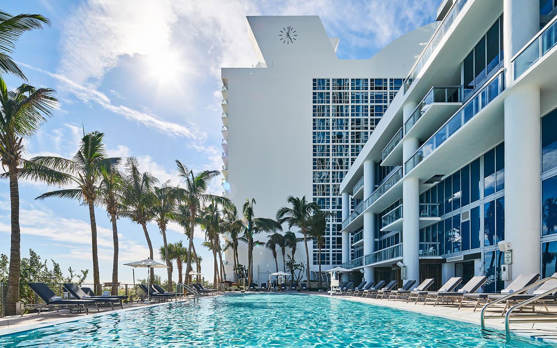 Carillon Miami pool