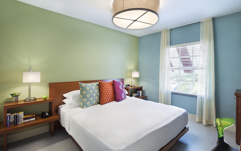 El Paseo Hotel bedroom
