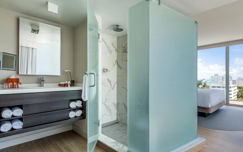 Corner King Guest Room Bathroom
