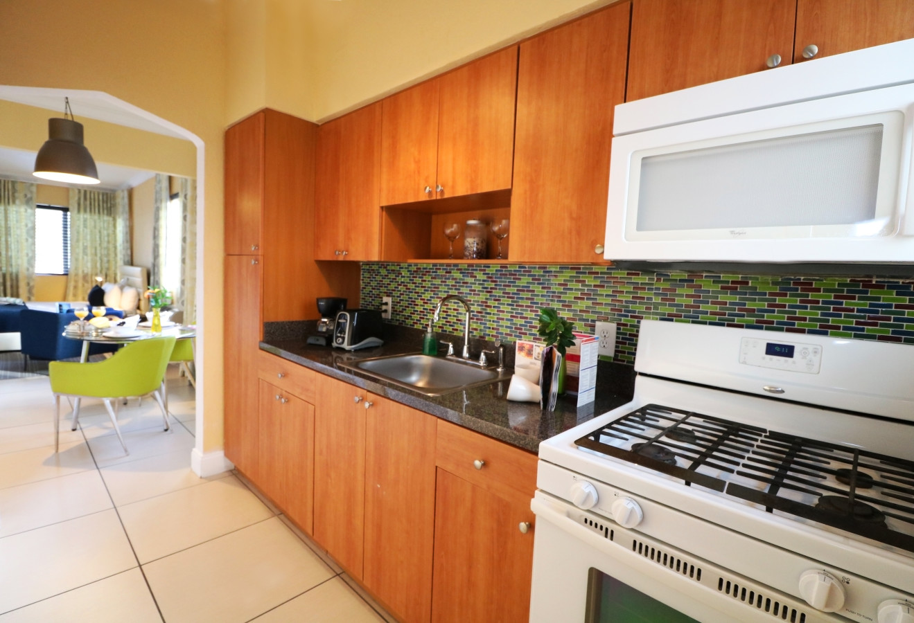 Beachside Apartment Hotel - Kitchen