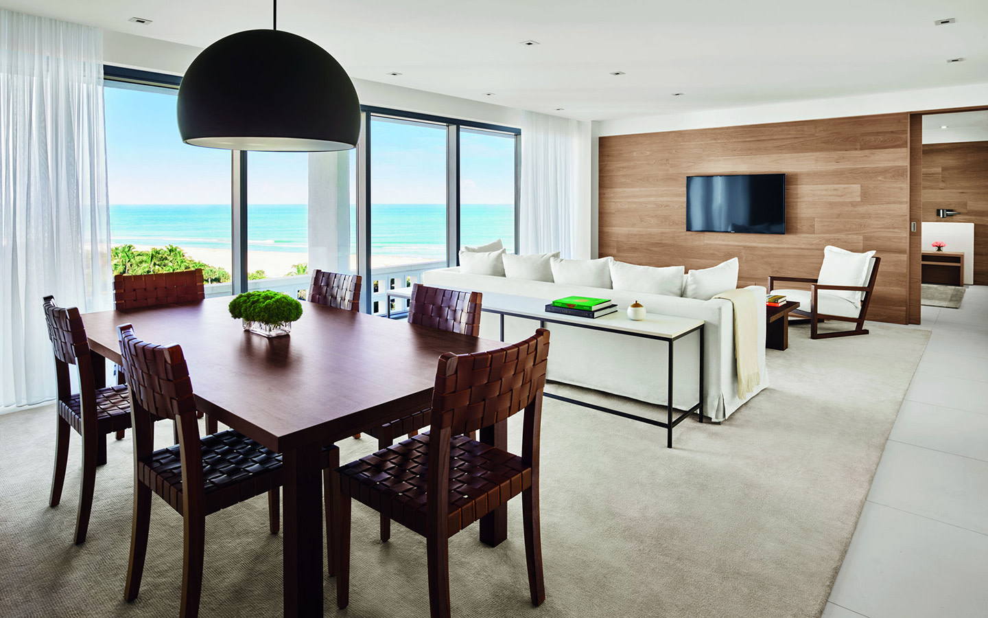 Deluxe Oceanview Suite