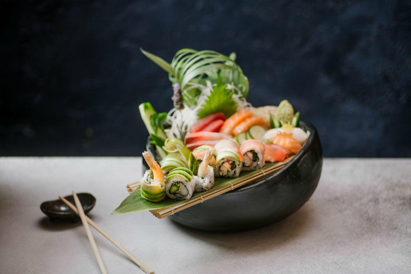 Omakase (platter with sushi sashimi etc