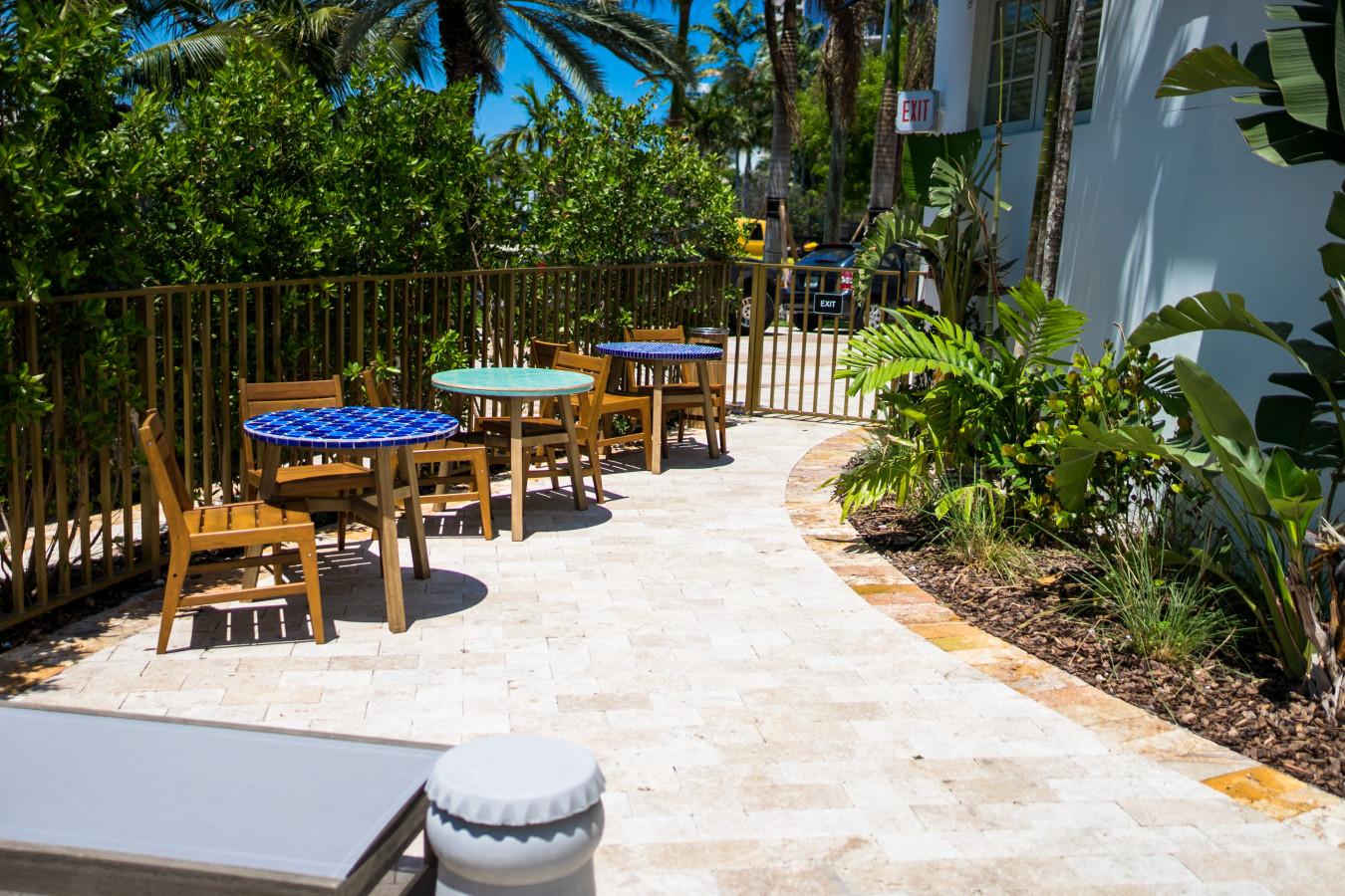 Pool - Lounge Area