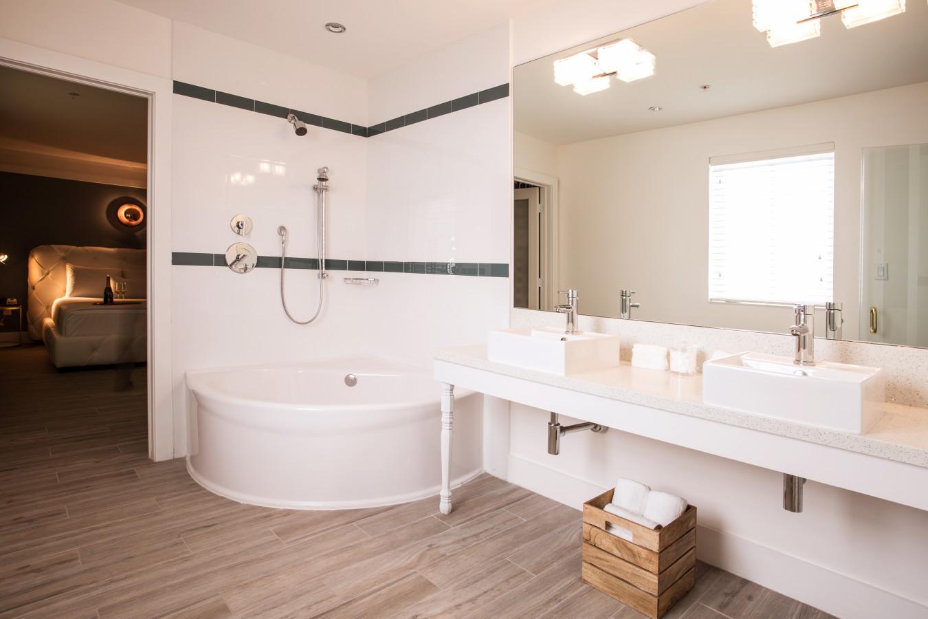 Queen Room-Bathroom
