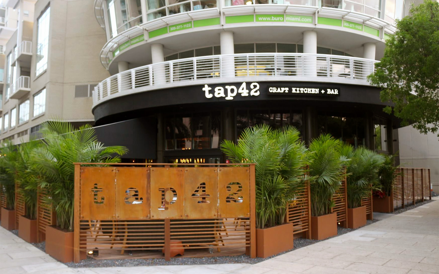 Tap 42 Craft Kitchen & Bar - Midtown