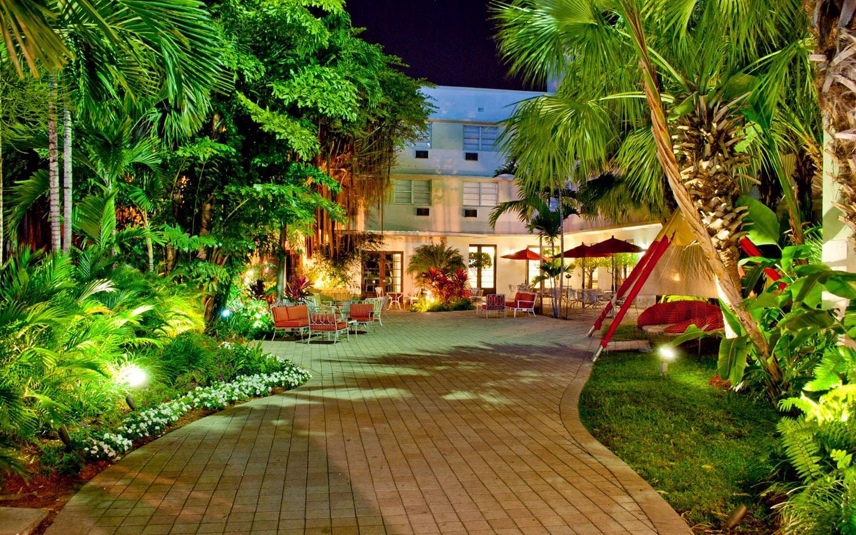 Dorchester Hotel & Suites - Enterance