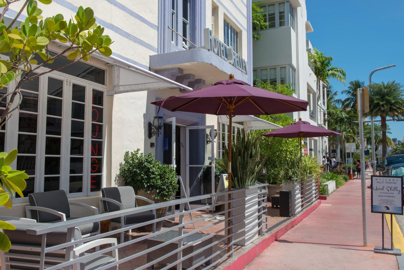 Hotel Shelley - Terrace Facing Collins Avenue