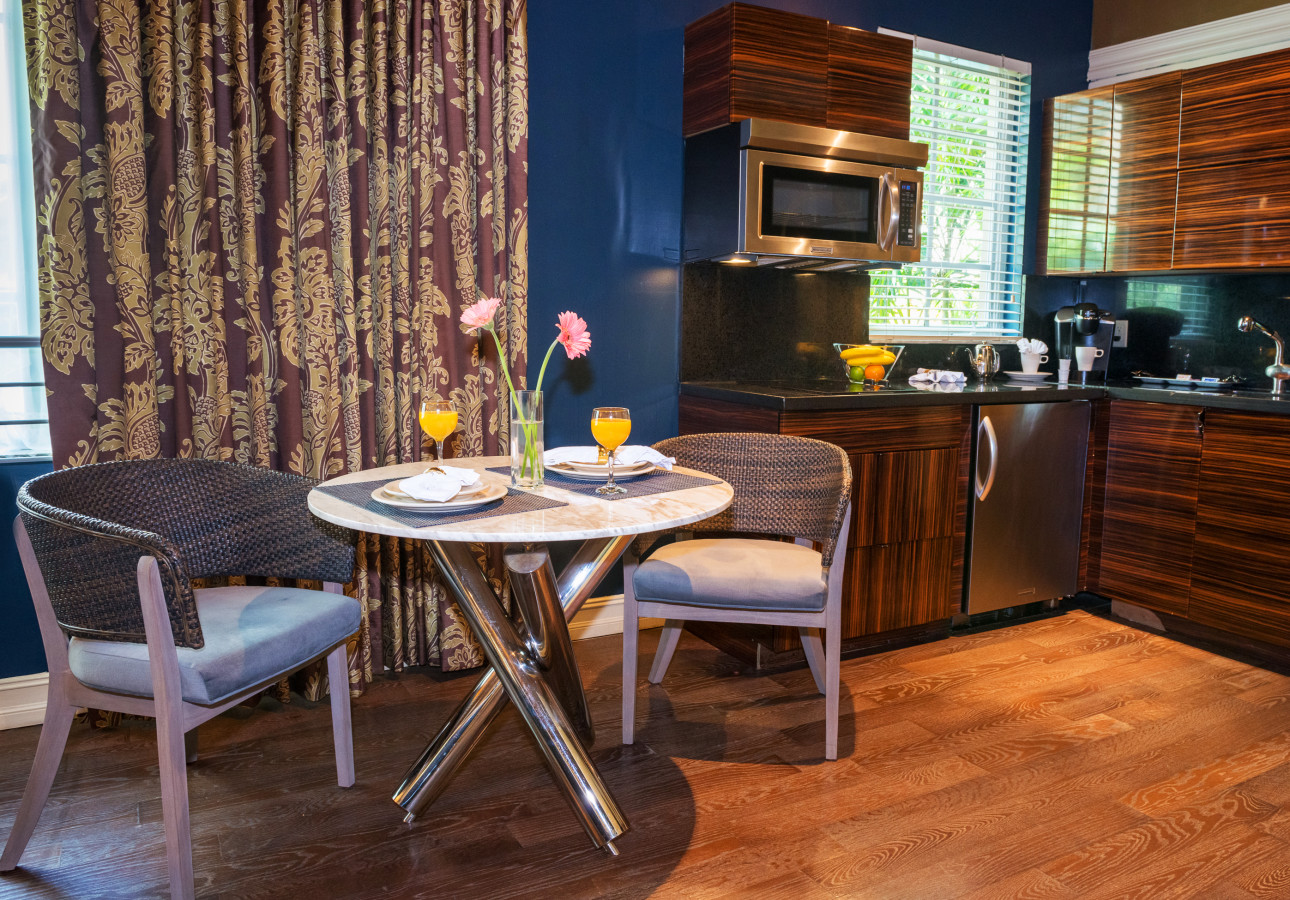 LUX ONE BEDROOM SUITE - Kitchen