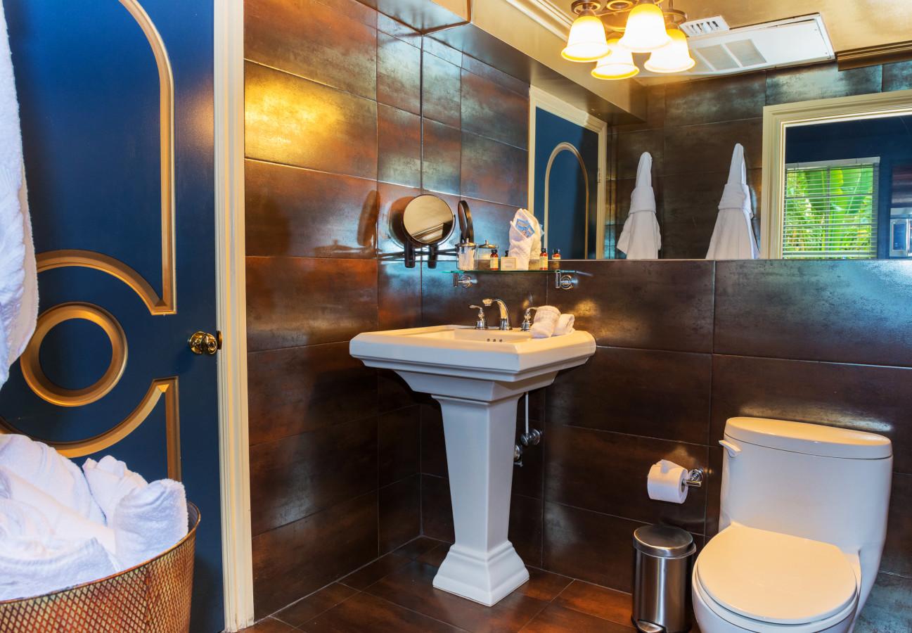 LUXE ONE BEDROOM SUITE - Bathroom