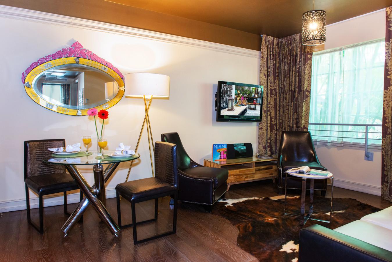 LUXE ONE BEDROOM SUITE - Living Area