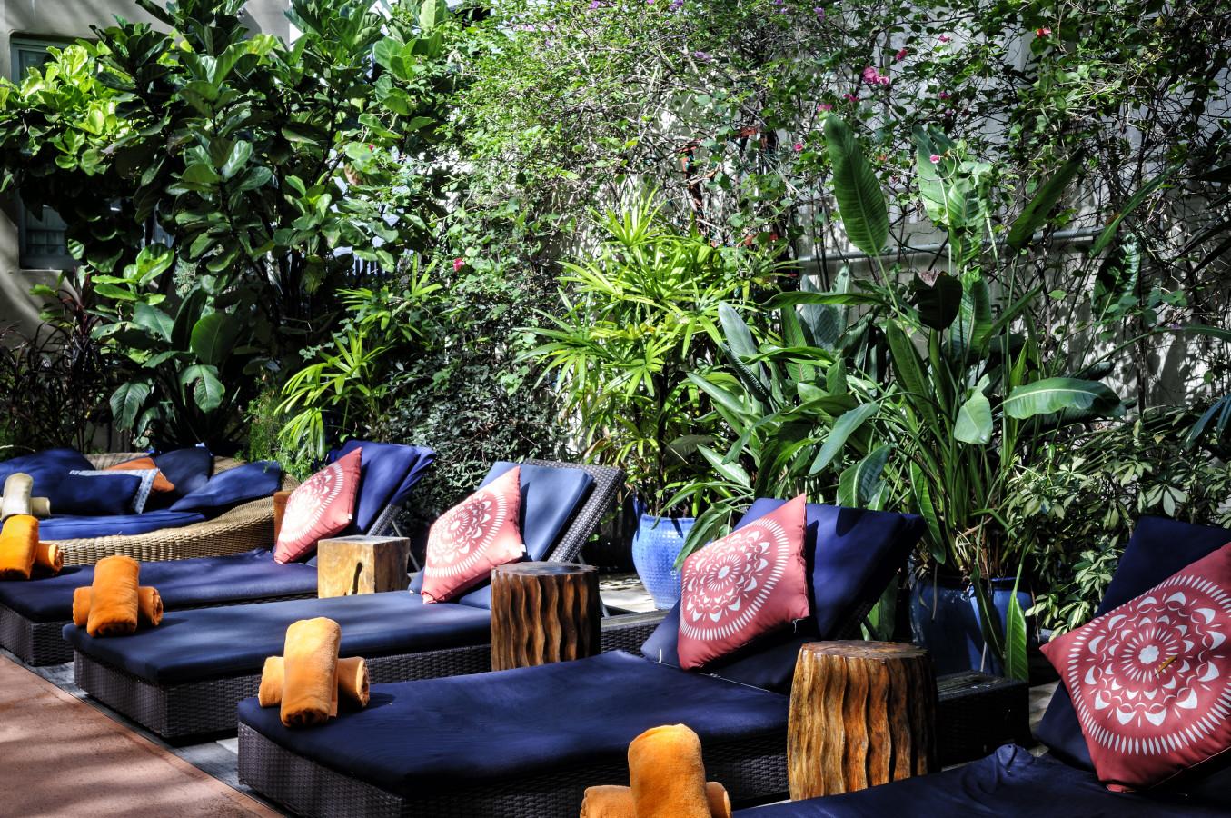 Courtyard Pool - Lounge Area