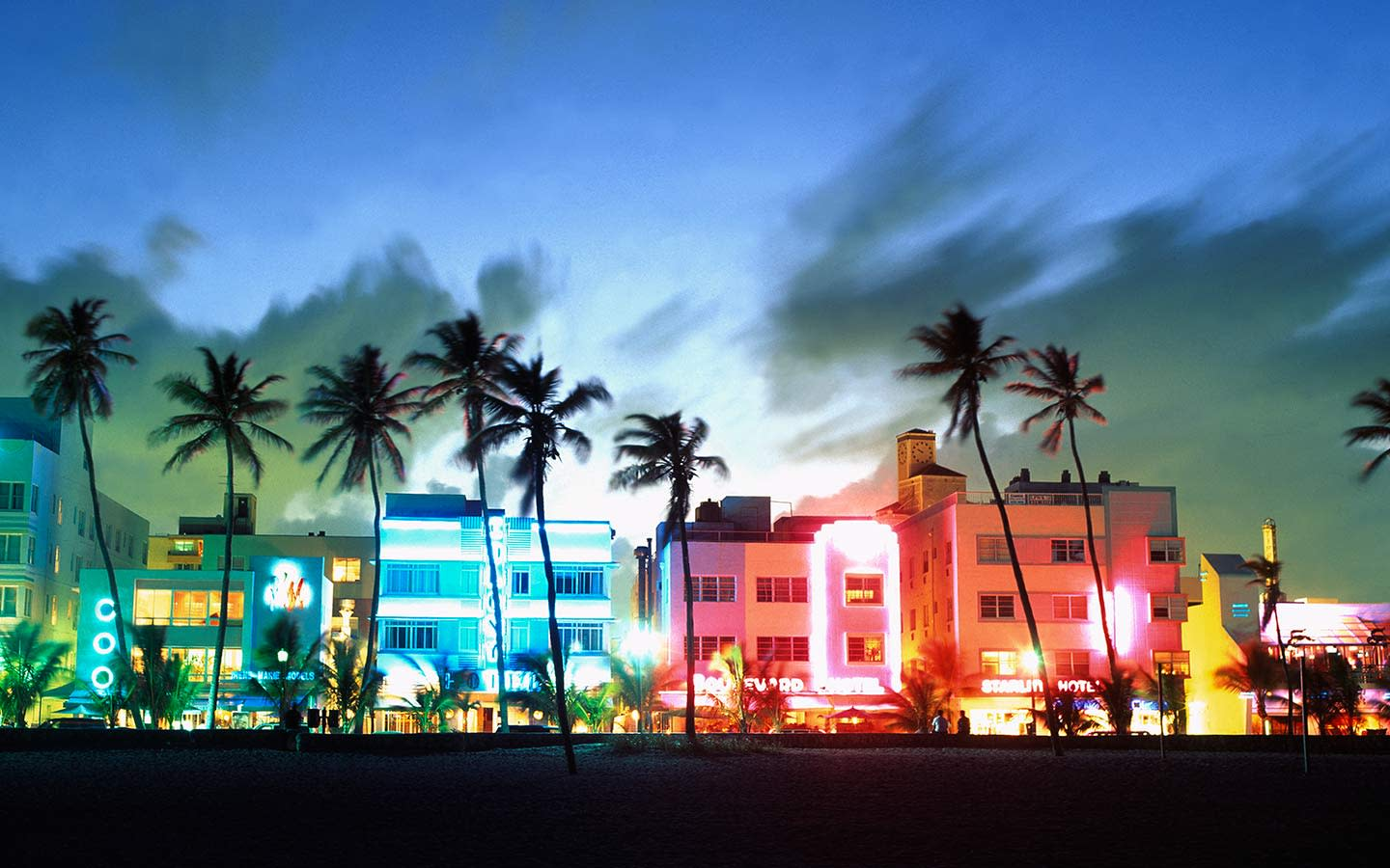 Touring Miami Beach Art Deco Row