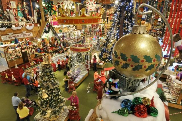 Bronners Christmas Wonderland.Listing Frankenmuth