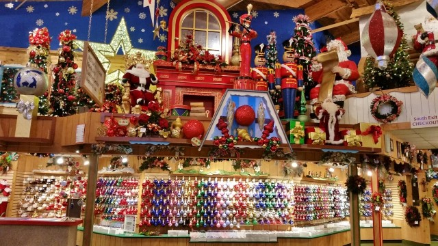 Bronners Christmas.Listing Frankenmuth