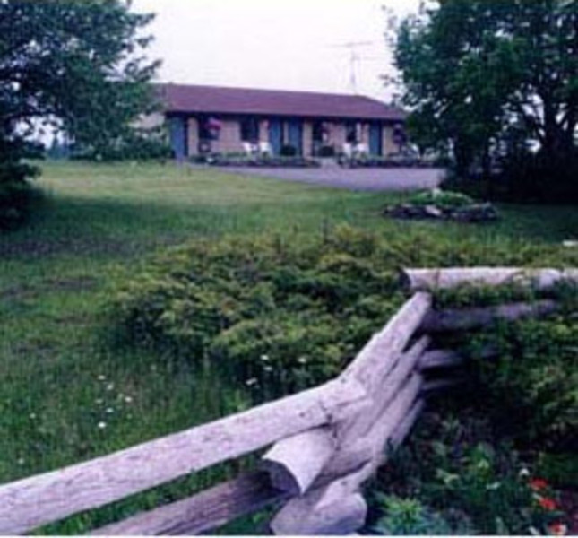 Journey's End Motel & Cabins (1)