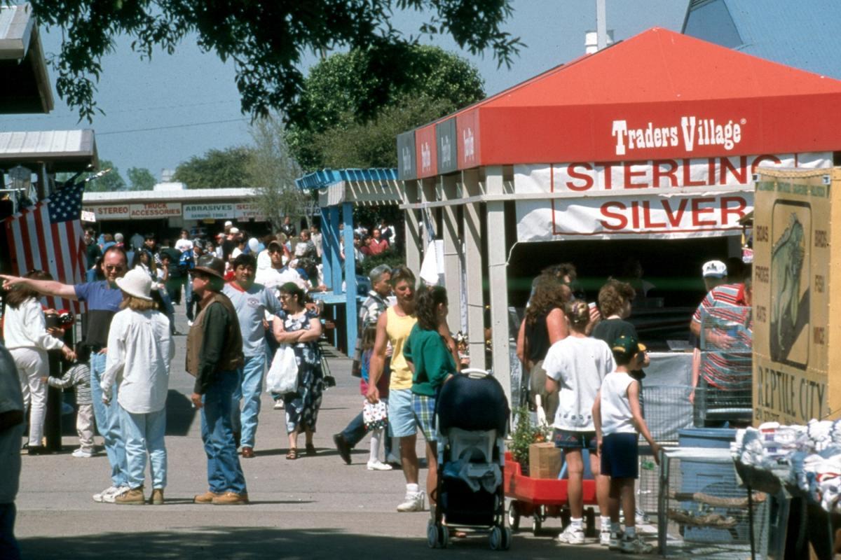 025d75395 Arlington Antique Malls & Vintage Shopping Guide | Arlington, TX