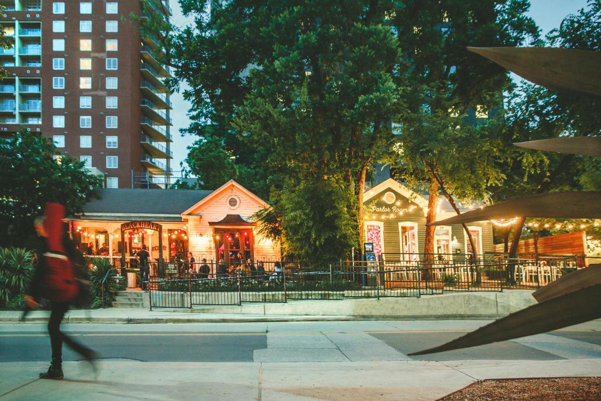 Rainey Street Visit Austin Tx Entertainment Districts