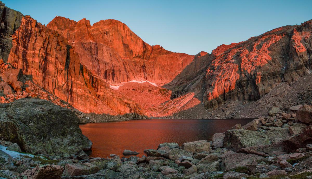 حیات وحش کوه های راکی (مستند)