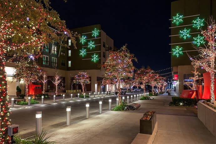 Christmas light displays in fort worth - American gardens west 7th fort worth ...