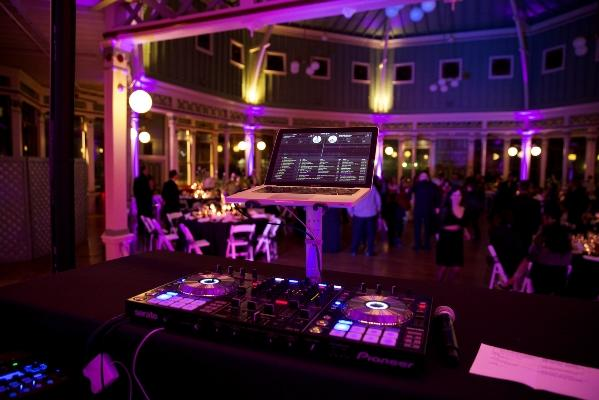 What You Need To Know Before Hiring A Wedding DJ