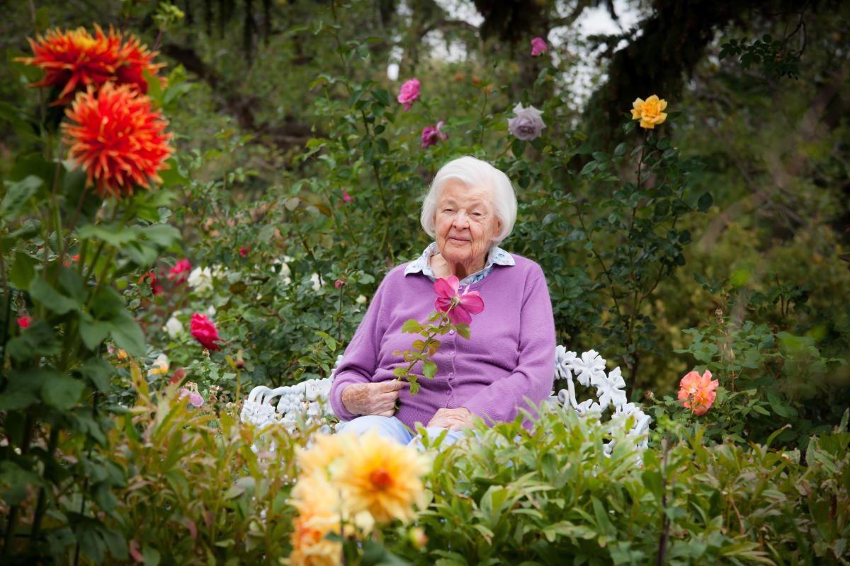 Elspeth G Bobbs Fabulous Santa Fe Garden
