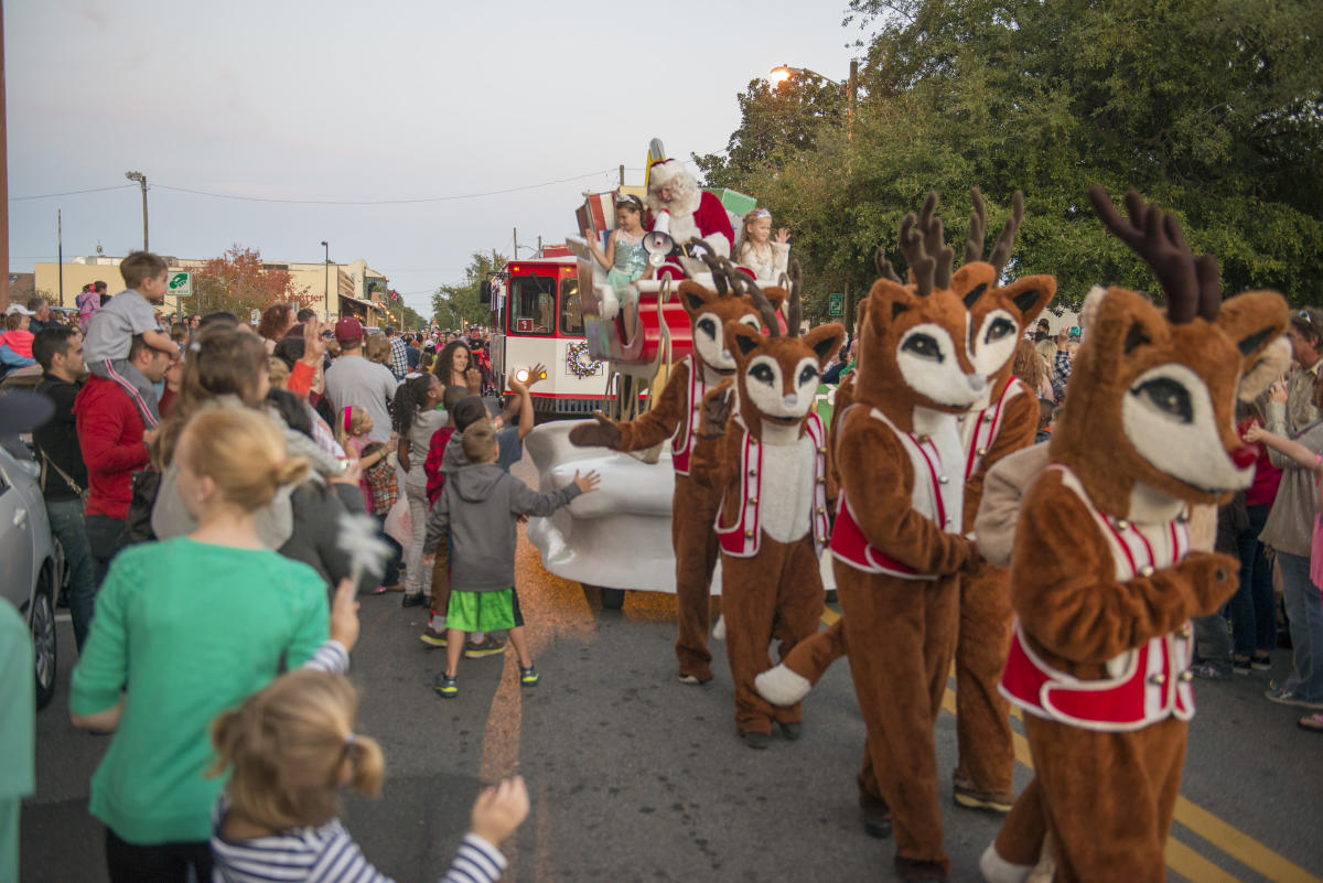 When Is The 2021 Christmas Parade In Pensacola Fl