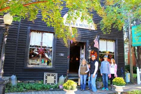 Mauney's Store