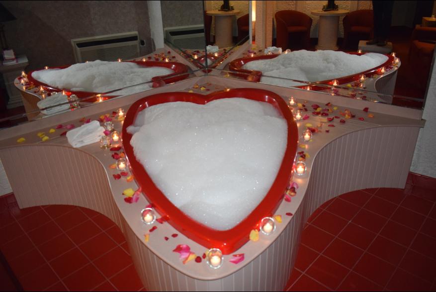 Pocono Mountains Heart Shaped Tubs