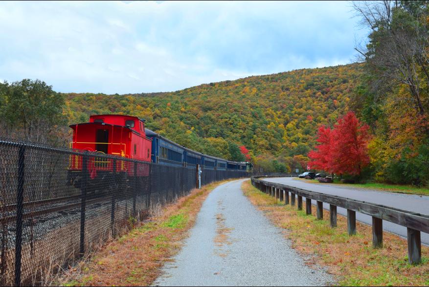 Fall Foliage Train Tours in the Poconos