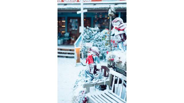 Frosty Snowmen Outside Fred's Mercantile | Beech Mountain
