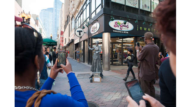 A street performer in Downtown Crossing