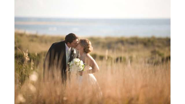 nc-beach-wedding-couple