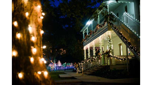 Christmas Under The Oaks.Henning House Holiday Christmas Under The Oaks