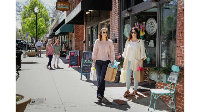 Downtown Shopping spring