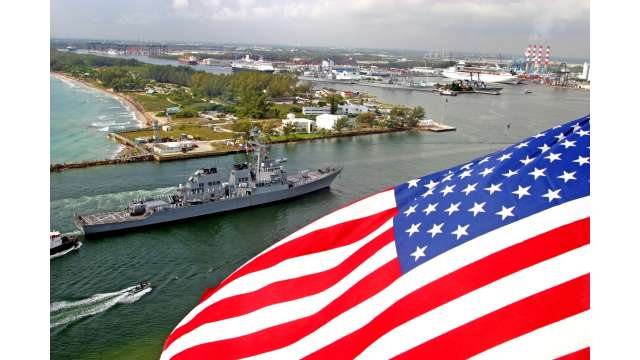 Navy ships arrive for Fleet Week