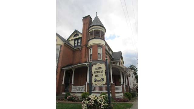 Bechtel Victorian Mansion Bed & Breakfast 20