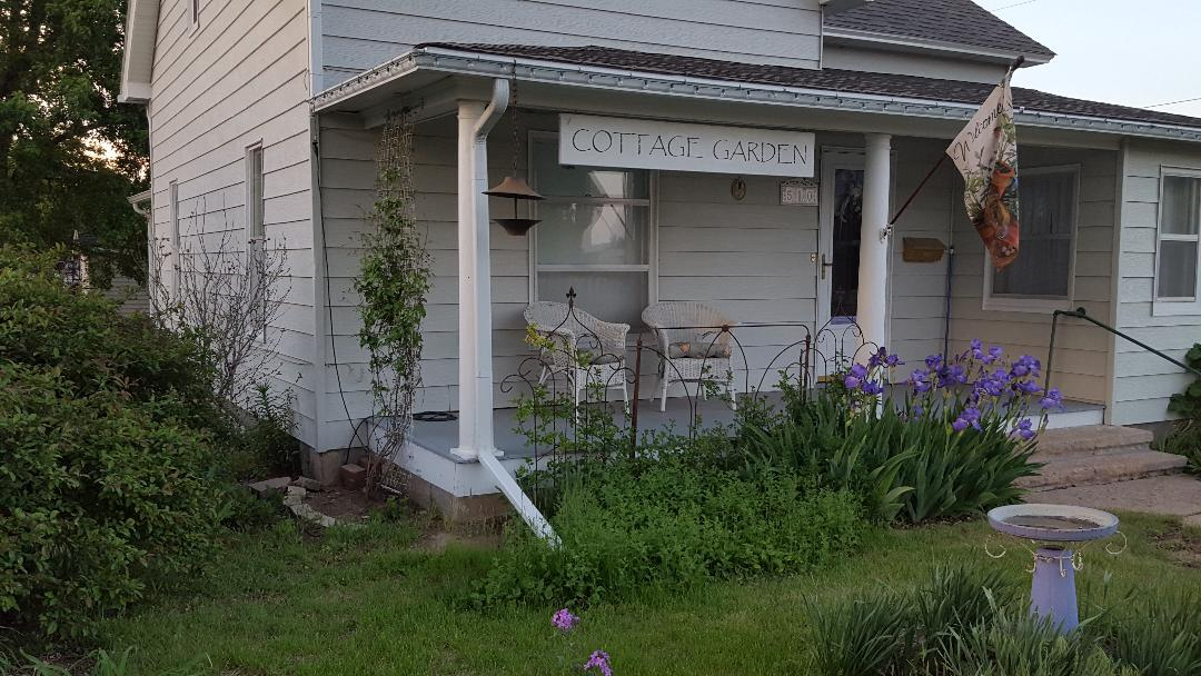 1906 Cottage Garden Guest House Wakeeny Ks 67672
