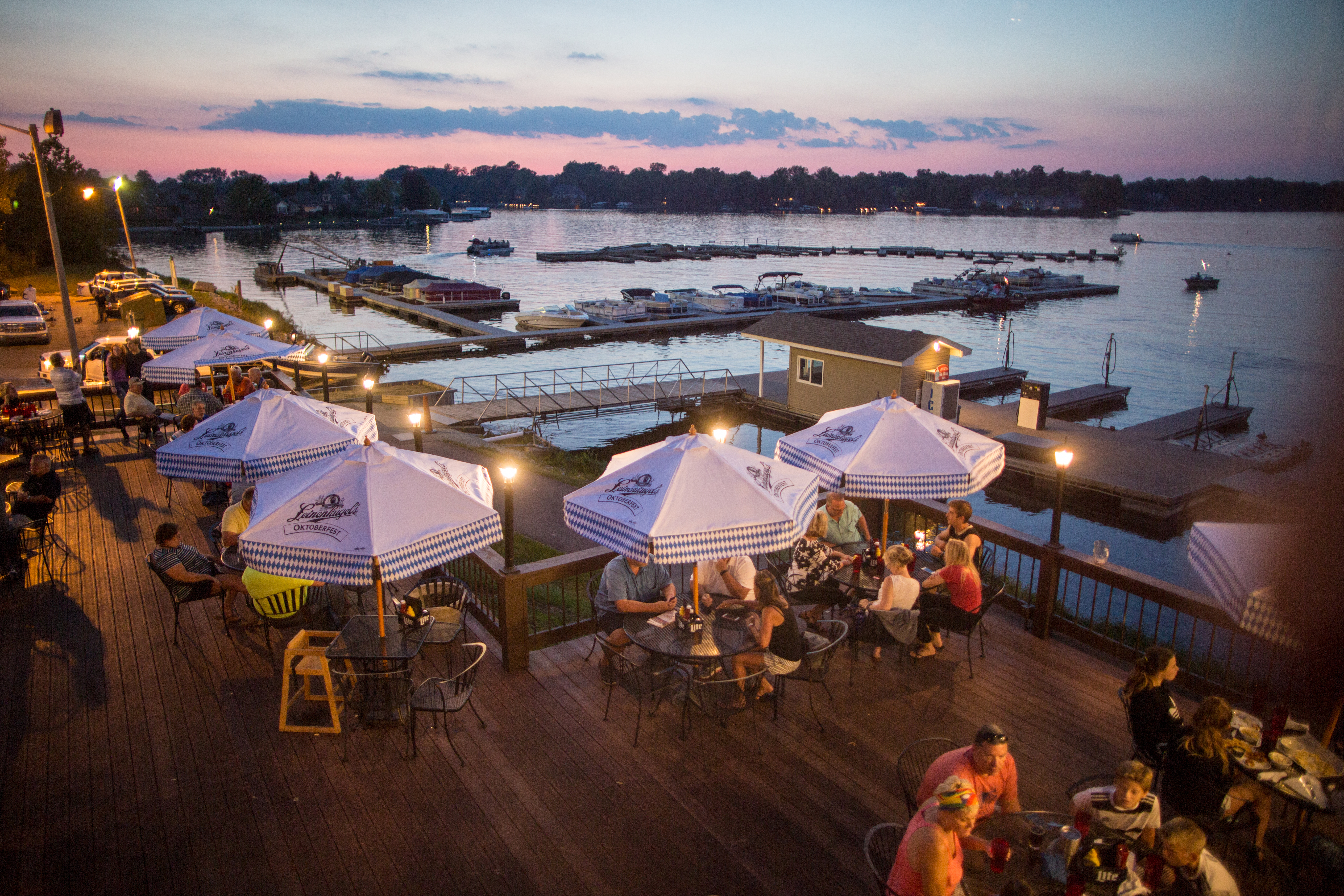 Wolfies Grill - waterside diningPhoto by: Zach Dobson - 2018 Brand Images