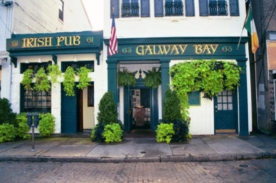 Live Music Sundays at Galway Bay