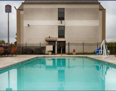 best Western Monroe Inn pool