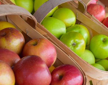 Barn N Bunk farmers market apples