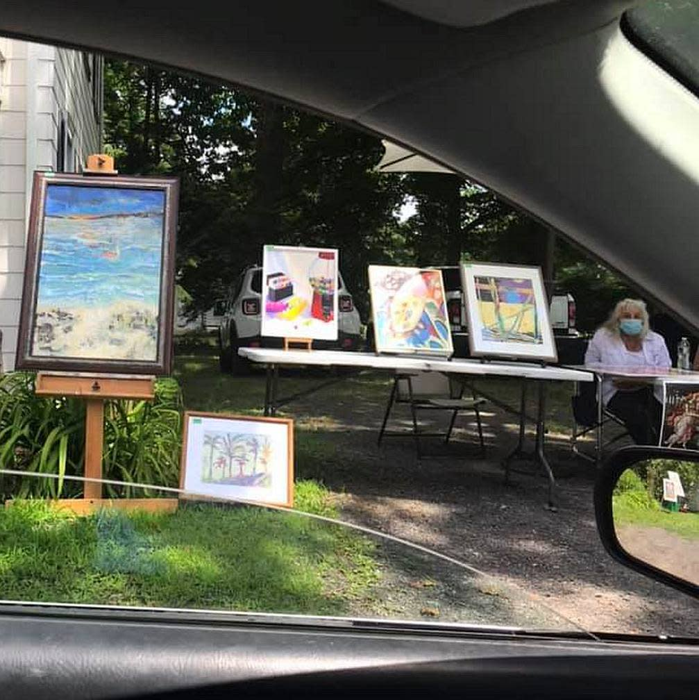 """Art is Alive"" Drive-by Show Hosted by Artists"
