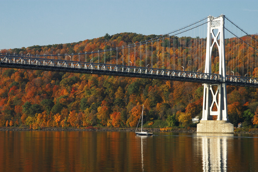 Hudson River Cruises Fall Foliage Boat Tour from Poughkeepsie